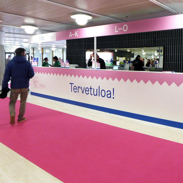 Helsingin kaupungin Oppimisen Fiesta -tapahtuman infotiski Finlandia-talolla.