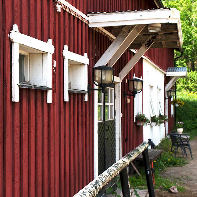 Hertsby Stallgårdin tallirakennus. Kuva: Vanessa Forstén